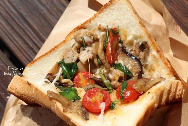吐司怪獸行動餐車-美味新鮮現做的吐司早餐,在東海別墅裡面